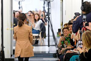 Lần đầu tiên Victoria Beckham ra mắt bộ sưu tập mới nhất tại Tuần lễ thời trang London