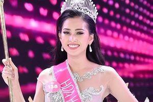 Thầy giáo cũ xúc động trong giây phút Trần Tiểu Vy đăng quang Hoa hậu