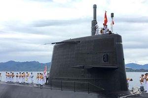 Tàu ngầm huấn luyện của Nhật Bản cập Cảng Quốc tế Cam Ranh