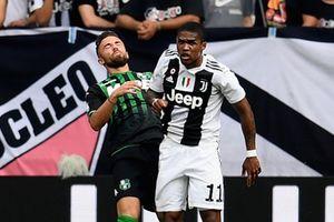 Ronaldo bị lu mờ bởi hành động xấu xí của Douglas Costa
