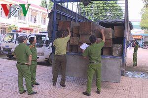 31 hộp gỗ lậu cất giấu tinh vi trong thùng xe tải