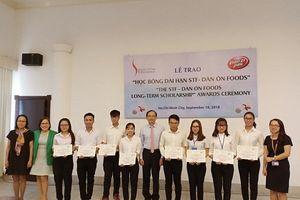 Trao 'Học bổng STF-Dân Ôn Foods' cho sinh viên TPHCM, Bình Dương