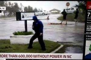 Phóng viên bị tố 'làm lố' khi đưa tin về bão