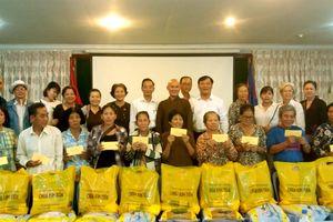 Mặt trận An Giang vận động tặng 567 phần quà tại Campuchia