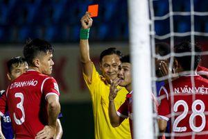 Không xóa thẻ đỏ cho hậu vệ Quảng Ninh đỡ bóng bằng mặt