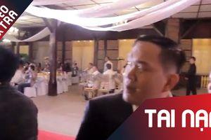 Vừa trao nhẫn cưới, bão ập vào khiến đám cưới hỗn loạn