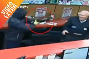 Cụ già 85 tuổi đánh đuổi 3 tên cướp có súng, búa
