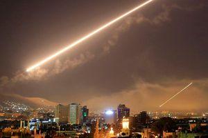 Israel dồn dập nã tên lửa tấn công Latakia, Syria suốt hơn 1 giờ