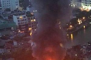 Hỗ trợ các nạn nhân bị thiệt hại trong vụ cháy trên đường Đê La Thành
