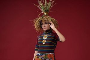 Nhà thiết kế Lan Hương trình diễn áo dài tại Pháp