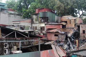 Phong tỏa hiện trường vụ cháy lớn ở Đê La Thành để điều tra