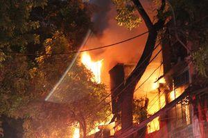 Đám cháy lớn tại Đê La Thành có thể do chập điện