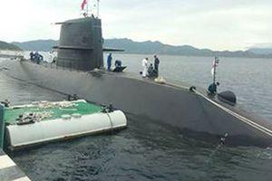 Tàu ngầm huấn luyện Nhật Bản lần đầu cập cảng Cam Ranh