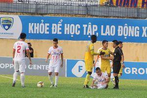 Chỉ trích trọng tài xử ép, HLV Đức Thắng bị cấm chỉ đạo 3 trận