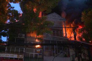Phong tỏa hiện trường vụ cháy 19 ngôi nhà ở đường La Thành để điều tra nguyên nhân