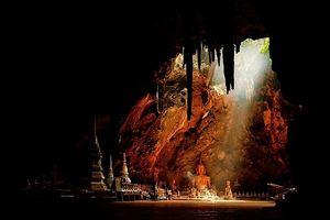 Khám phá ngôi chùa nằm dưới lòng đất ở Thái Lan