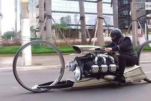 Xe máy bánh rỗng chạy bằng động cơ máy bay