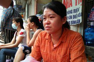 Xót xa mẹ bệnh nhi khóc cạn nước mắt vì 7 triệu chữa bệnh cho con bị lửa thiêu rụi trong vụ cháy 9 căn nhà