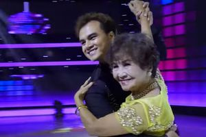 Cụ bà 85 tuổi khiêu vũ mạnh bạo, nhào lộn gây sửng sốt