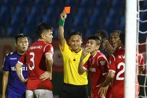 Cầu thủ của Quảng Ninh nhận án phạt ngay sát giờ gặp SLNA
