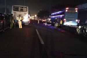 Trèo dải phân cách để băng qua đường, bị ô tô tông tử vong