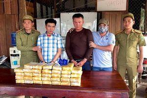 Bắt 2 đối tượng người Lào vận chuyển 200.000 viên ma túy tổng hợp