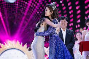Đỗ Mỹ Linh lý giải vì sao lại bật khóc khi lên sân khấu trao vương miện cho Trần Tiểu Vy