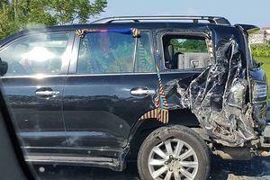 Đang làm việc với CSGT, tài xế ô tô biển tứ quý bị xe tải tông chết