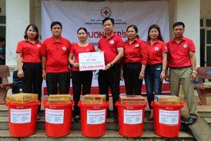Hội Chữ thập đỏ TP. Hà Nội chung tay hỗ trợ người dân Mường Lát