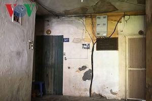 Người dân Hà Nội vẫn 'cố thủ' trong các chung cư chờ sập
