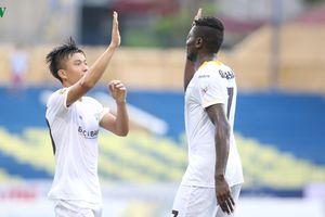 Vòng 23 V-League 2018: Than Quảng Ninh hòa kịch tính SLNA