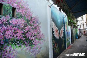 Hẻm bích họa đầu tiên ở Đà Nẵng 'vắng như chùa Bà Đanh'