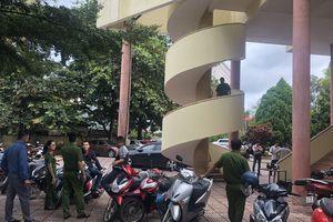Nam thanh niên chết dưới chân cầu thang nhà văn hóa Đắk Lắk