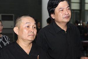 Xuân Hinh cùng dàn diễn viên Táo quân thẫn thờ tiễn đưa 'trùm hài Tết đất Bắc'