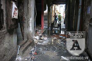 Phong tỏa hiện trường vụ cháy khu nhà dân ở Đê La Thành