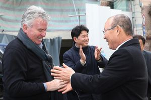 HLV Park Hang-seo háo hức đánh bại Guus Hiddink