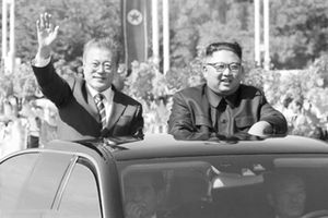Đón Tổng thống Hàn Quốc, ông Kim hết mực trọng thị