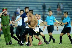 Những vụ trọng tài bị đuổi đánh gây sốc bóng đá Việt Nam