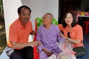 CĐ Dệt May VN thăm và tặng quà đồng bào huyện Giồng Trôm (tỉnh Bến Tre)