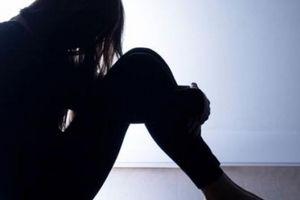 Nữ sinh 16 tuổi bị 4 bạn trai cùng lớp hãm hiếp đến mang thai