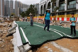 Tàu quân sự Trung Quốc gãy mỏ neo, mắc kẹt vì bão Mangkhut