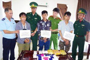 Hà Tĩnh: Bắt quả tang 3 đối tượng mua bán 18.000 viên ma túy tổng hợp