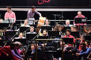 Dàn nhạc giao hưởng London LSO mang 5 tấn nhạc cụ đến phố đi bộ Hà Nội
