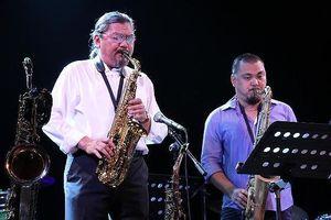 Cha con Quyền Văn Minh và nghệ sỹ Bỉ cùng hòa tấu Jazz