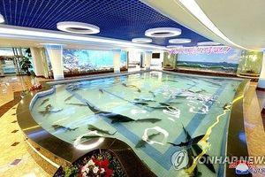 Đêm cuối ở Triều Tiên, Tổng thống Hàn Quốc cùng phu nhân đi ăn hải sản