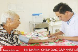 Hơn 100 người cao tuổi Vũ Quang được khám, cấp thuốc miễn phí