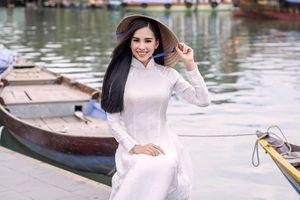 Tân Hoa hậu khoe dáng thướt tha ở Hội An