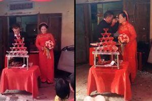Rưng rưng trước đám cưới của cô dâu 64 và chú rể 75 tuổi ở Quảng Ngãi