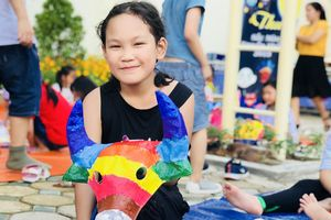 Học sinh Hà Nội vẽ mặt nạ giấy bồi siêu sặc sỡ nhân mùa Trung thu
