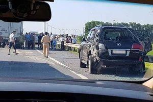 Xuống làm việc với CSGT, xe Lexus biển tứ quý 8 bị đâm, tài xế tử vong